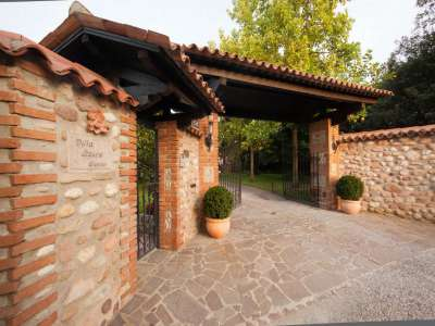 Image 11   4 bedroom villa for sale with 14,000m2 of land, Lake Garda, Mantua, Lombardy 216874
