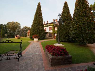 Image 4   4 bedroom villa for sale with 14,000m2 of land, Lake Garda, Mantua, Lombardy 216874