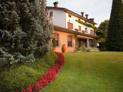 Image 5   4 bedroom villa for sale with 14,000m2 of land, Lake Garda, Mantua, Lombardy 216874