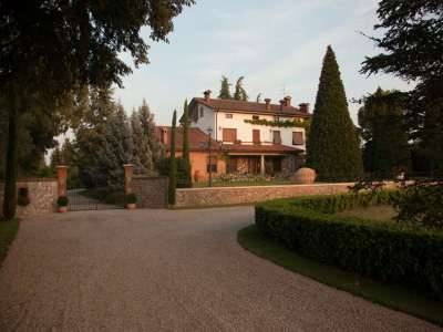 Image 6   4 bedroom villa for sale with 14,000m2 of land, Lake Garda, Mantua, Lombardy 216874