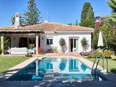 Image 1 | 3 bedroom villa for sale with 981m2 of land, Estepona, Malaga Costa del Sol, Andalucia 217448