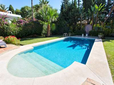 Image 2 | 3 bedroom villa for sale with 981m2 of land, Estepona, Malaga Costa del Sol, Andalucia 217448