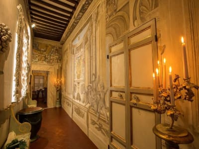 Magnificent 6 bedroom apartment for sale in a palace in the heart of Cortona
