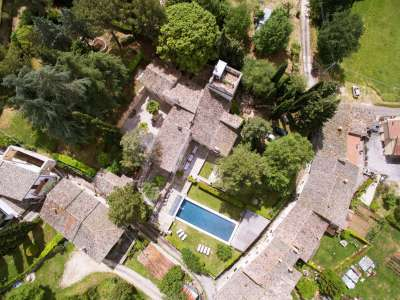 Superb Umbrian Villa with 10 bedrooms and Pool  for Auction in Spoleto area.
