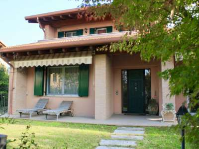 Modern Villa in Desenzano, Lake Garda for Sale with Pool.