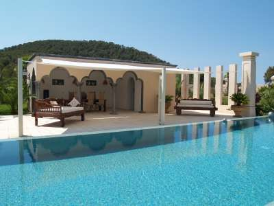 Superb Villa for Sale with Staff Apartment, Pool, Tennis Court and Sea Views.