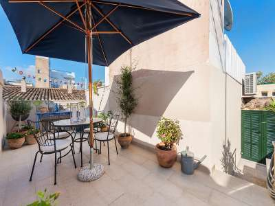 Superb 2 Bed Apartment in Palma de Mallorca for Sale with Sea View and Parking Space.