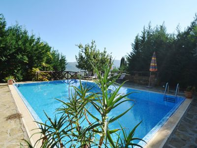 Two lovely country properties with income for sale in Tuscany