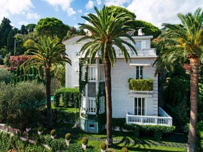 Superb Victorian Villa in Alassio for sale with spectacular Mediterranean views.