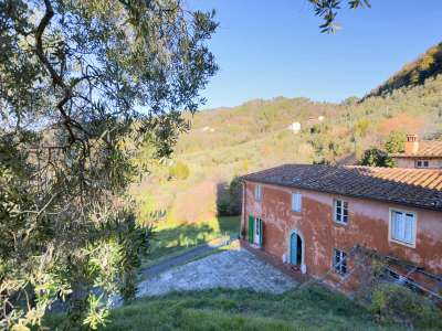 4 bedroom farmhouse for sale, Lucca, Tuscany