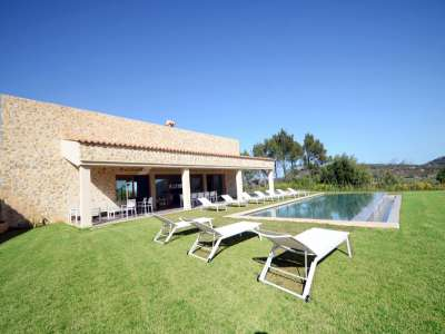 Extremely Beautiful Country Villa for Sale between Alcudia and Pollensa with Pool and Sea View