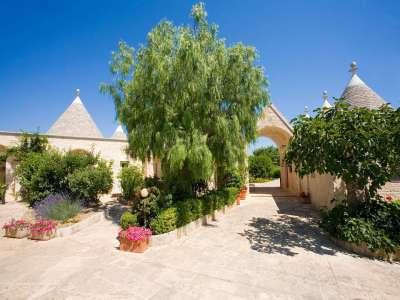 Image 4   Large Trulli Complex for Sale with Pool, close to Locorotondo in Puglia. Italy 209395
