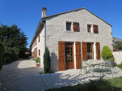 4 bedroom farmhouse for sale, Saint Pierre de Juillers, Charente-Maritime, Poitou-Charentes