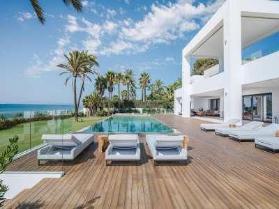 12 bedroom villa for sale, El Paraiso, Malaga Costa del Sol, Andalucia