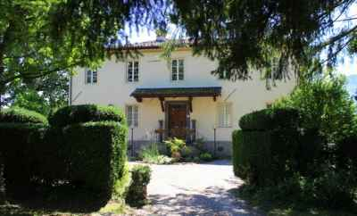 Lovely villa with 3 independent guest apartments in Tuscany with new pool and breathtaking views