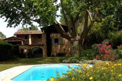 6 bedroom farmhouse for sale, Uzes, Gard, Languedoc-Roussillon