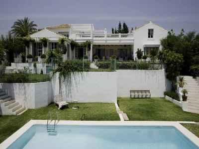 4 bedroom villa for sale, El Paraiso Alto, Benahavis, Malaga Costa del Sol, Andalucia