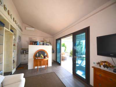 Image 6   Pretty Waterfront Villa for Sale in Lasize - Pacengo, Lake Garda with Pool 208939
