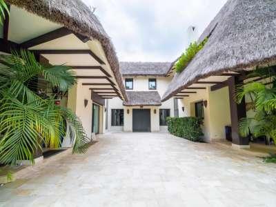 Image 2 | 5 bedroom villa for sale with 0.25 hectares of land, Los Monteros, Marbella, Malaga Costa del Sol, Andalucia 212968