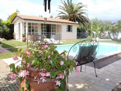 Image 2   5 bedroom villa for sale with 700m2 of land, Camaiore, Lucca, Tuscany 216253