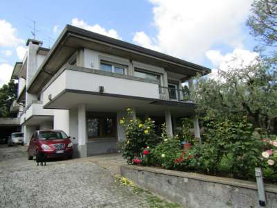 Image 1 | 4 bedroom villa for sale with 500m2 of land, Desenzano del Garda, Brescia, Lake Garda 216635