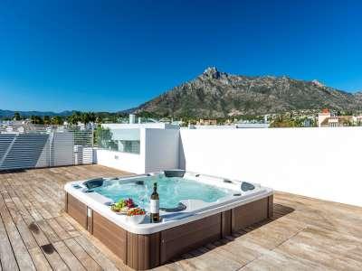 Image 30 | 5 bedroom villa for sale with 1.19 hectares of land, Puente Romano, Marbella, Malaga Costa del Sol, Marbella Golden Mile 216941