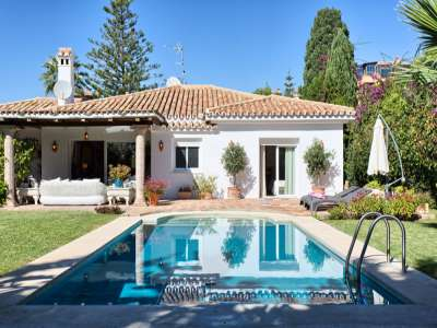 Image 1 | 3 bedroom villa for sale with 981m2 of land, Estepona, Malaga Costa del Sol, Andalucia 217448