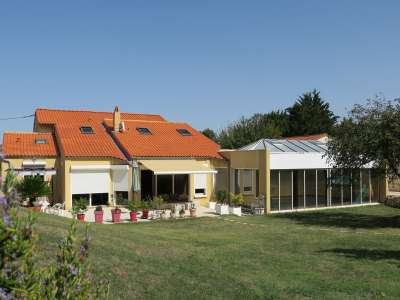 Image 1 | 7 bedroom house for sale with 0.31 hectares of land, Vaux sur Mer, Charente-Maritime , Poitou-Charentes 219322