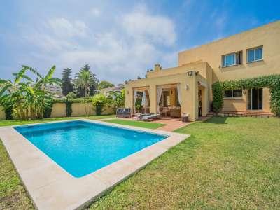 Image 1 | 4 bedroom villa for sale with 1,263m2 of land, Atalaya Golf, Estepona, Malaga Costa del Sol, Andalucia 220231