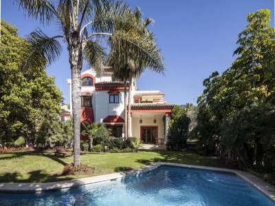 Image 1 | 5 bedroom villa for sale with 1,107m2 of land, Puente Romano, Marbella, Malaga Costa del Sol, Marbella Golden Mile 221670