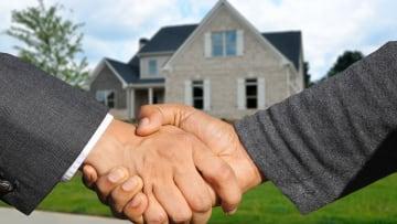 Acheter ou vendre: agence immobilière ou PAP?