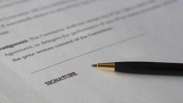 Pourquoi votre courtier immobilier vous fait-il signer un mandat?