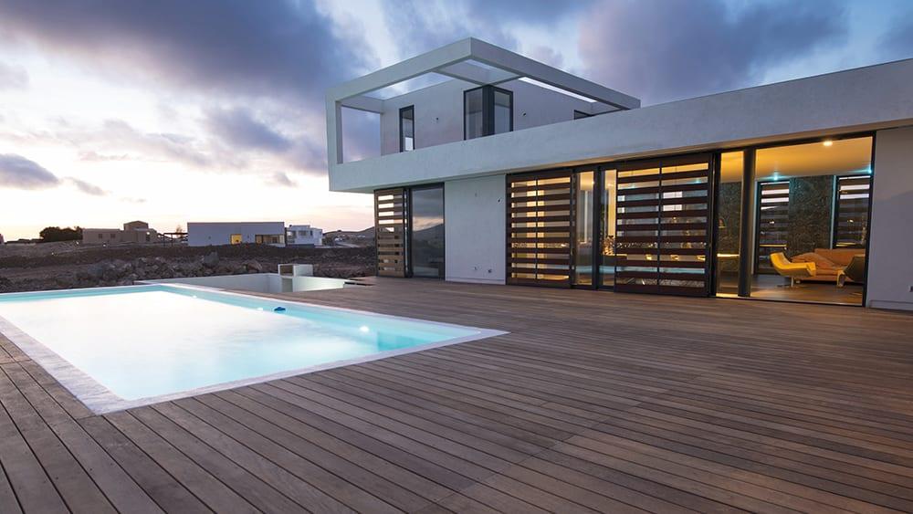 Aménager une terrasse bois pour mettre sa maison en valeur