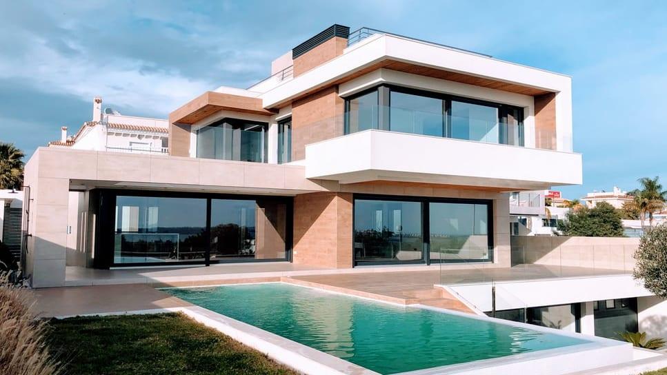 Quels sont les avantages à mettre son bien immobilier en location saisonnière?