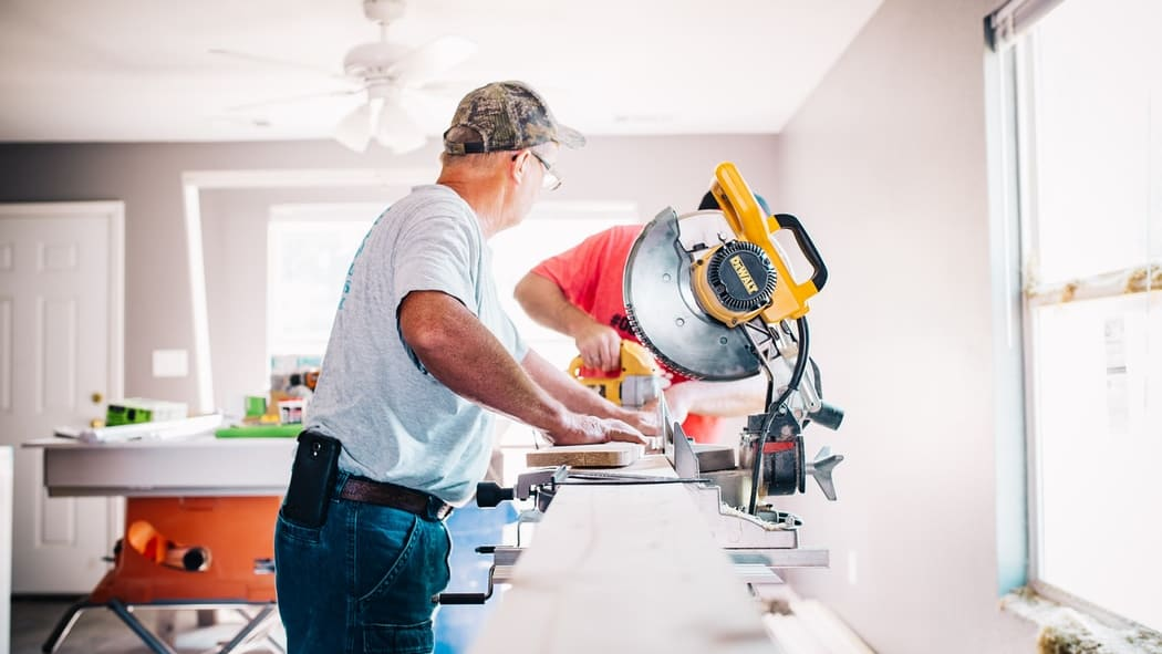 Acheter ou rénover un bien: comment choisir les bons artisans? Les 5 questions à se poser.
