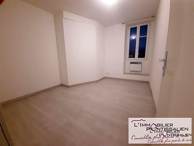PONTARLIER PROCHE CENTRE VILLE : ~Appartement de type 2 comprenant une cuisine aménagée ouvert sur séjour