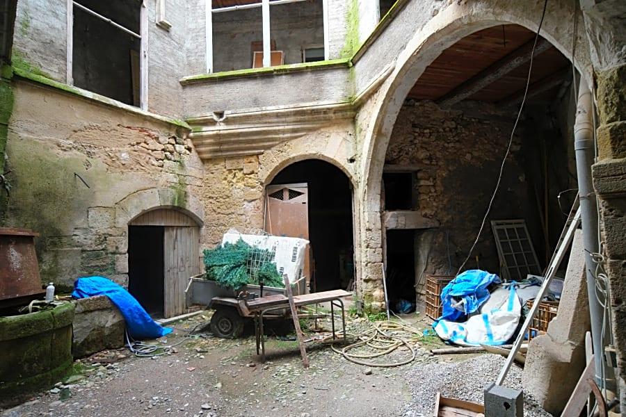 Centre historique hôtel particulier XIV siècle comprenant 7 appa