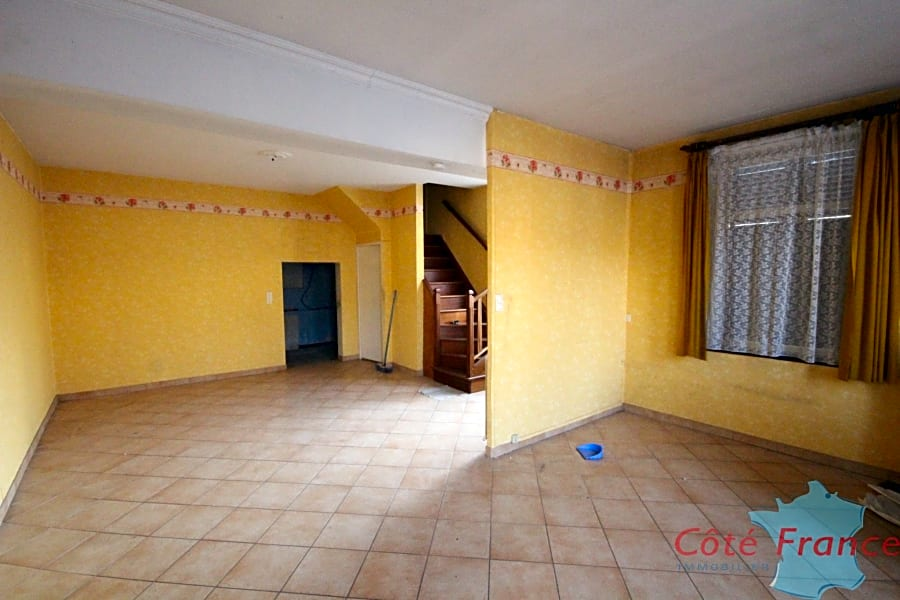 FUMAY Maison à rénover au cœur du village