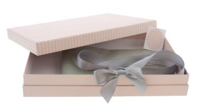 PRESENTATION BOX MED PINK WITH RIBBON