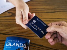 airport lounge access credit cards