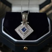 https://res.cloudinary.com/pricejugaad/image/upload/v1594375868/mymoneysouq_images/creditcardsdeals/close-up-photo-of-necklace-2697616_1.jpg