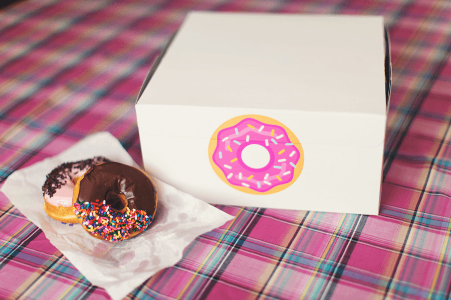 Donut sticker with internal cut