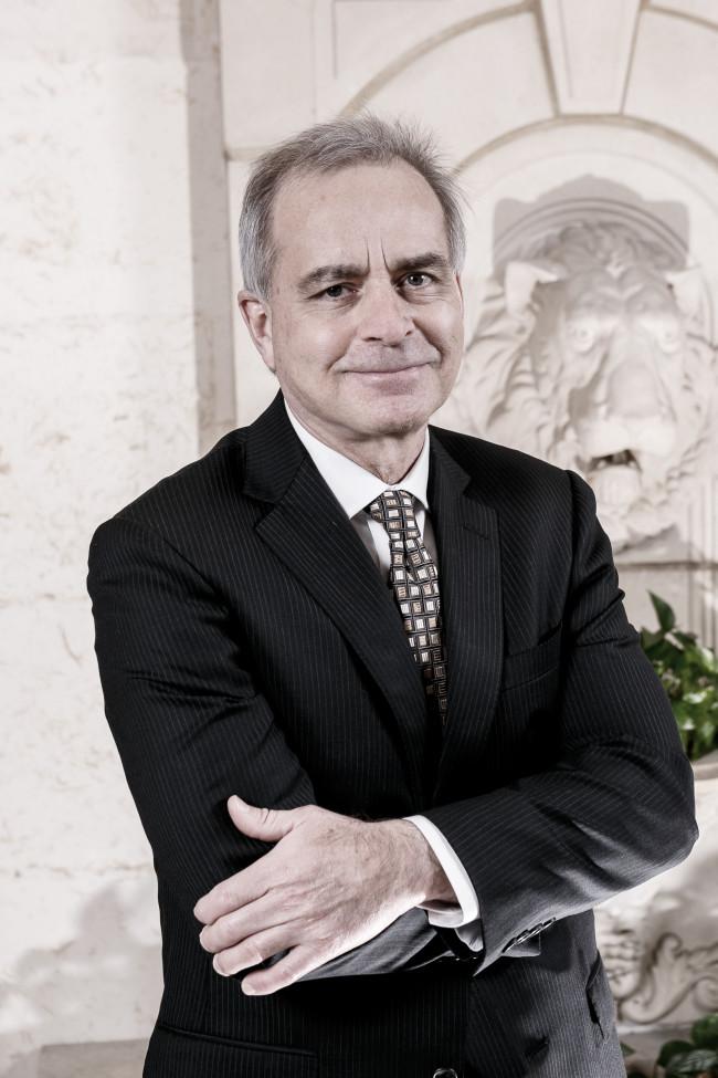 Dr. Mark E. Chariker, M.D., FACS