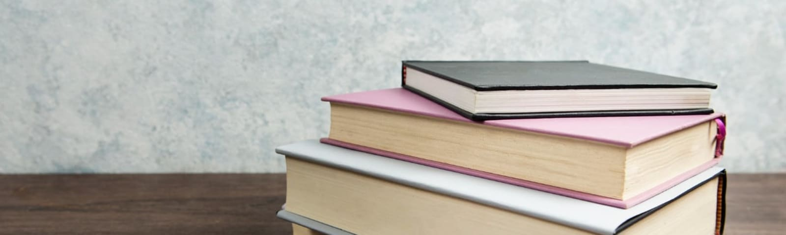 Imagem de destaque do post 4 ideias de encadernação para livros, apostilas e relatórios