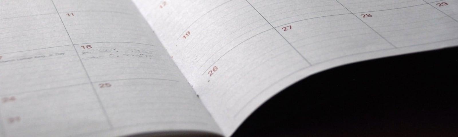 Imagem de destaque do post Papel para calendário: veja os melhores tipos para imprimir