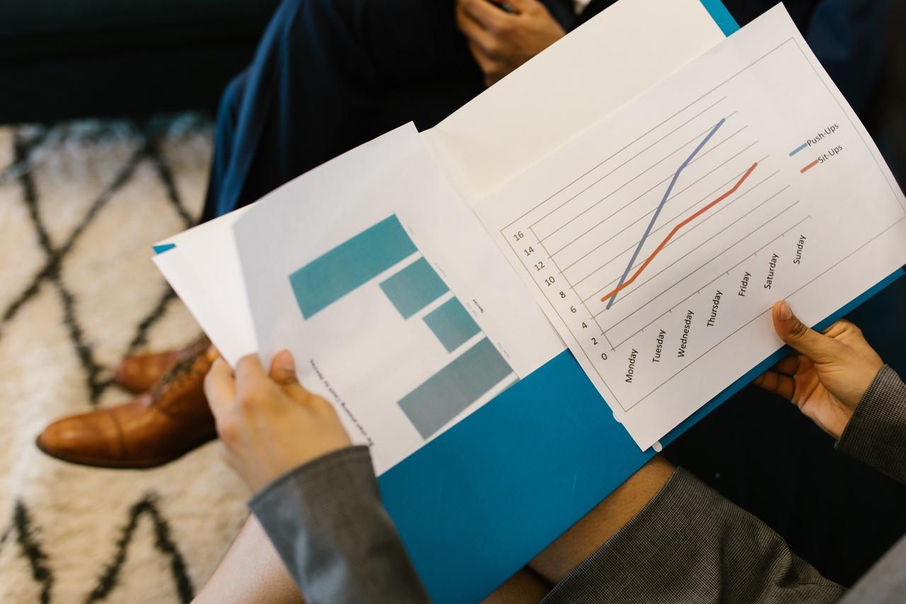 Utilize a pasta de papel para entregar documentos e relatórios ao seus clientes e colegas.