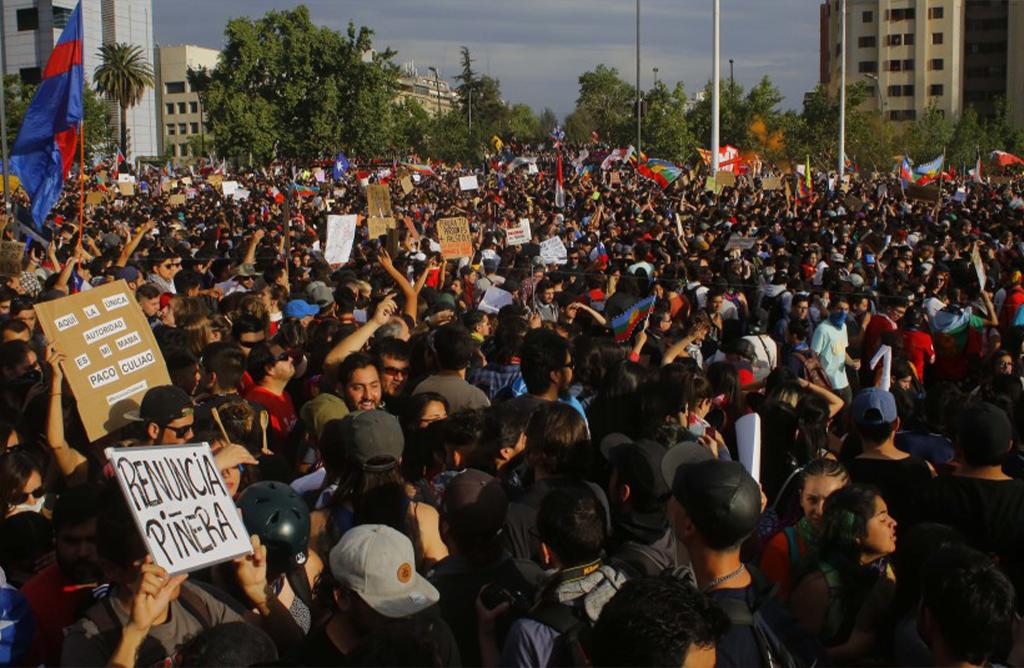 La crisis política chilena, un intento de democratizar la democracia.