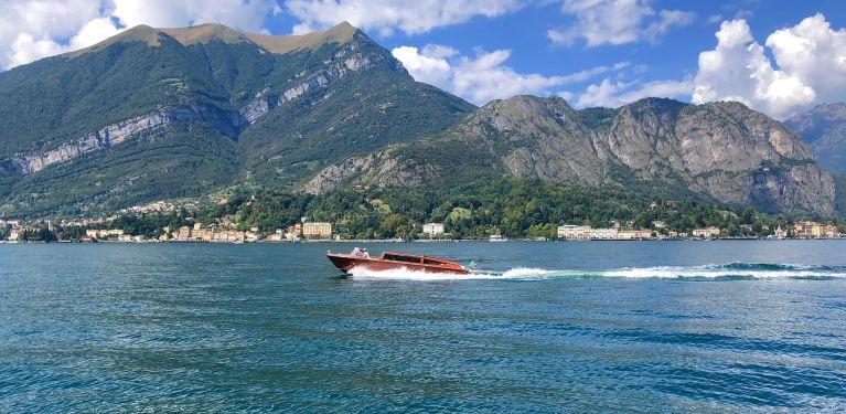 drone lac de côme italie bateau