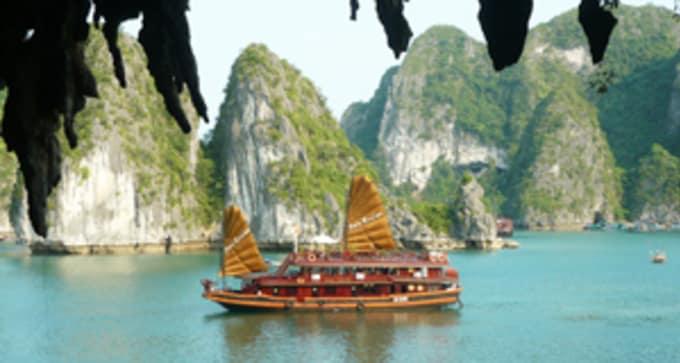 Jour 5 – Hanoi / baie d'Halong (Petit déjeuner, déjeuner et dîner – nuit à bord d'une jonque)