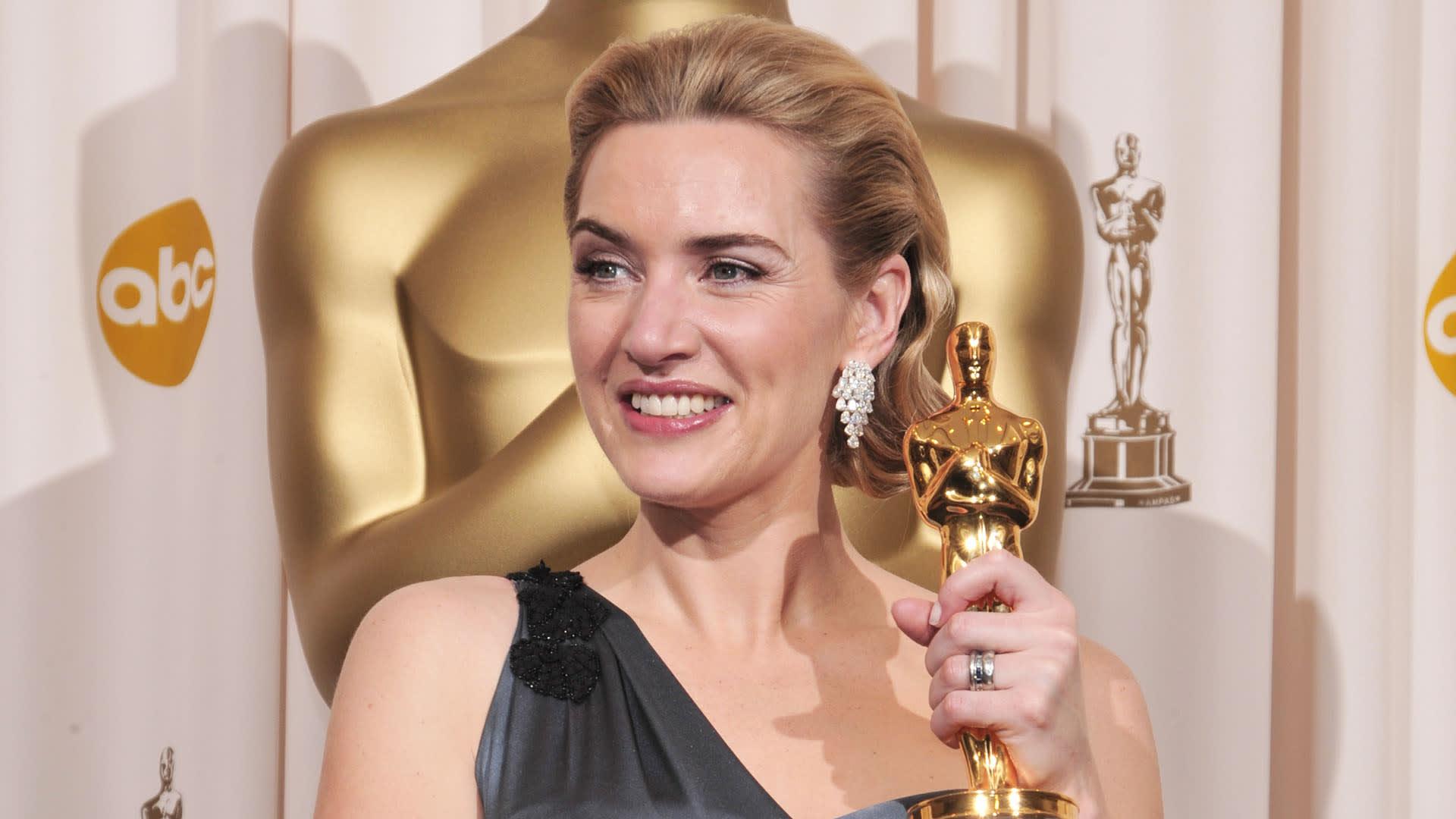 Tutti davanti allo specchio di Kate Winslet!